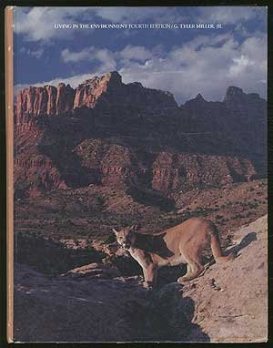 9780534043322: Living in the environment: An introduction to environmental science