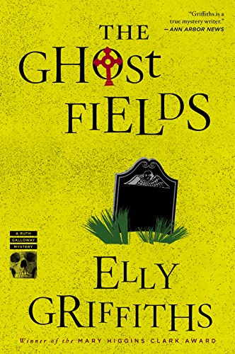 9780544577862: The Ghost Fields (Ruth Galloway Mysteries)