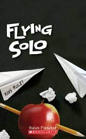 9780545202961: Flying Solo
