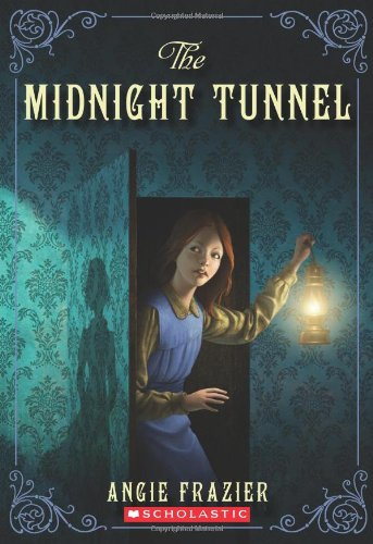 The Midnight Tunnel (Suzanna Snow Mysteries)