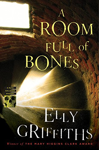 9780547271200: A Room Full of Bones: A Ruth Galloway Mystery (Ruth Galloway Mysteries)