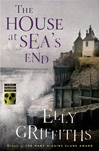 9780547506142: The House at Sea's End (Ruth Galloway Mysteries)