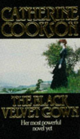 9780552124737: The Black Velvet Gown
