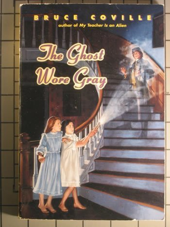 9780553156102: The Ghost Wore Gray (Bantam Skylark Book)