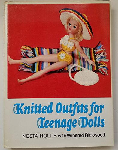 9780571104536: Knitted Outfits for Teenage Dolls