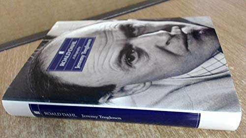 9780571165735: Roald Dahl a Biography