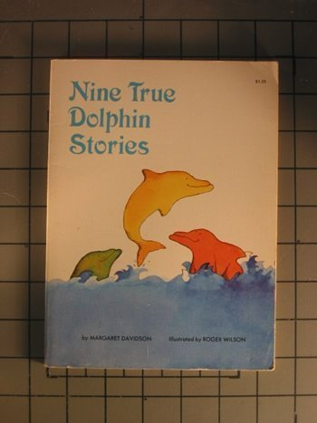 9780590030588: Nine True Dolphin Stories