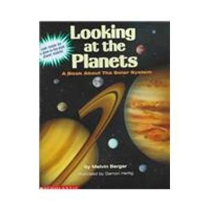 9780590203005: Looking at the Planets: A Book About the Solar System/With a Glow in the Dark Planet Mobile
