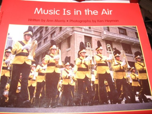 9780590275408: Music is in the air (Beginning literacy)