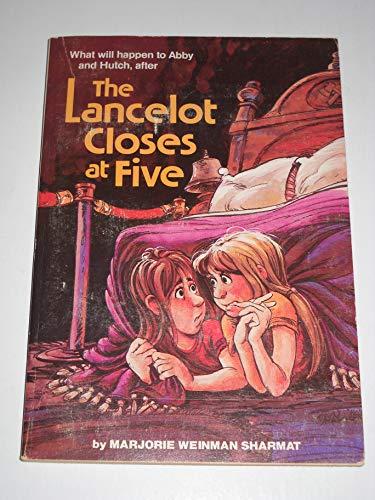 9780590320184: The Lancelot Closes at Five
