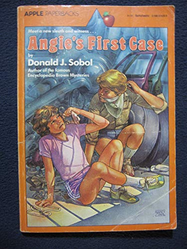 9780590324205: Angie's First Case