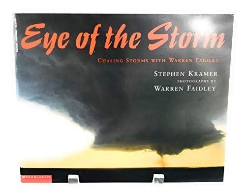 9780590386449: Eye of the storm: Chasing storms with Warren Faidley