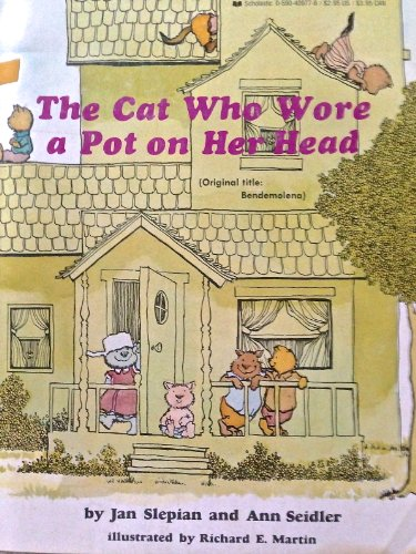 9780590409773: The Cat Who Wore a Pot on Her Head