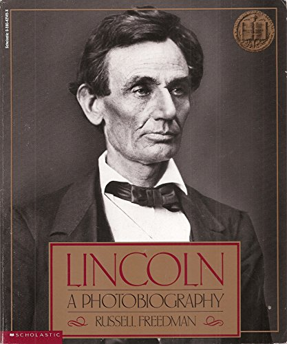 9780590421454: Lincoln: A Photobiography