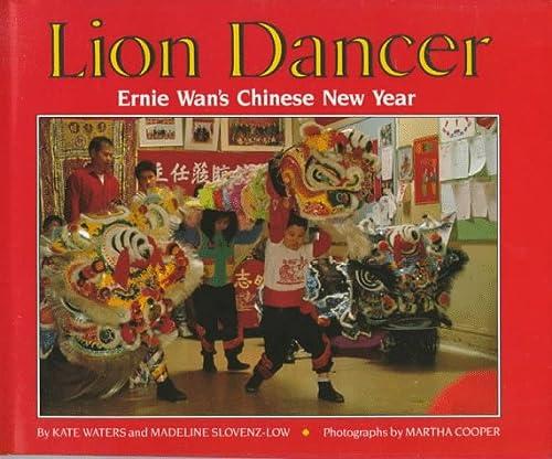 9780590430463: Lion Dancer: Ernie Wan's Chinese New Year