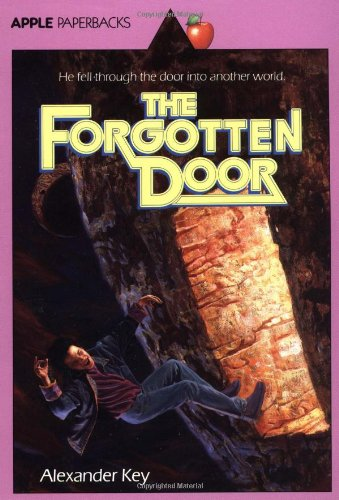 9780590431309: The Forgotten Door (Apple Paperbacks)