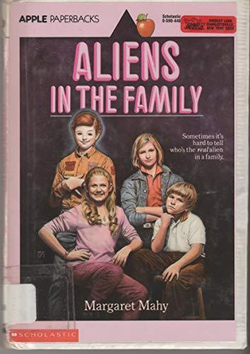 9780590445719: Aliens in the Family