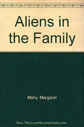 9780590448987: Aliens in the Family