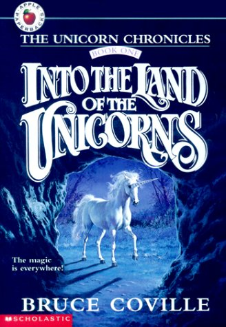 9780590459563: Into the Land of the Unicorns (The Unicorn Chronicles, Book 1)