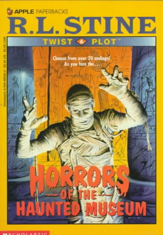 9780590485562: Horrors of the Haunted Museum (Twist a Plot)