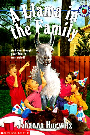 9780590544245: A Llama in the Family