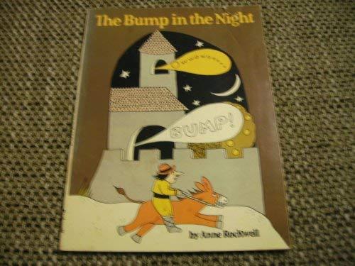 9780590704557: The Bump in the Night