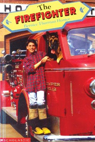 9780590740517: Firefighter
