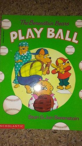 9780590957342: The Berenstain Bears Play Ball