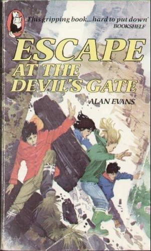 9780600203049: Escape at the Devil's Gate