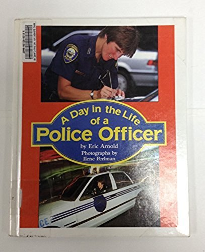 9780606063111: A Day in the Life of a Police Officer