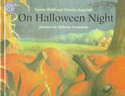 9780606117036: On Halloween Night