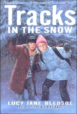 9780606178303: Tracks in the Snow