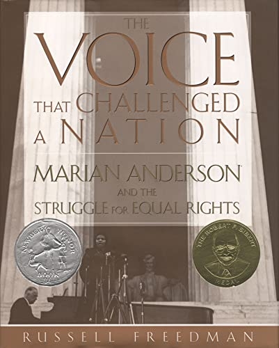 9780618159765: The Voice That Challenged a Nation: Marian Anderson and the Struggle for Equal Rights