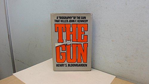 9780670357635: The gun: A