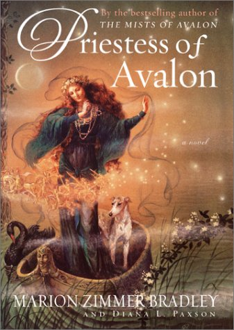 9780670910236: Priestess of Avalon (Avalon, Book 4)