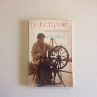 9780671242138: The Joy of Spinning: The First Complete Book on Handspinning for the Hobbyist and Craftsman, from Choosing a Wheel to Carding, Spinning, an (Touchstone Books (Paperback))
