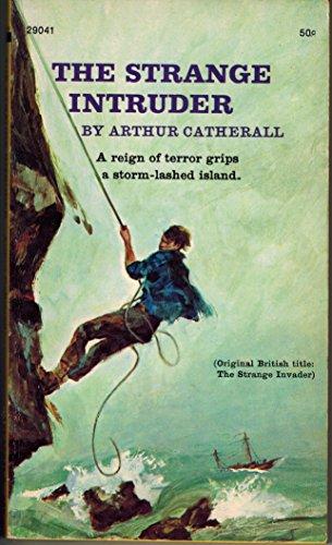 9780671293314: The Strange Intruder (An Archway paperback)