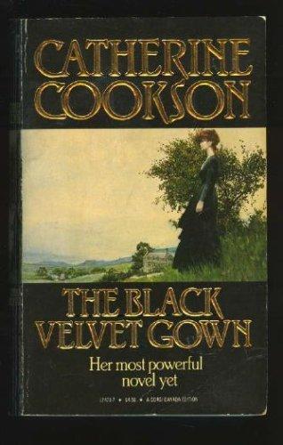 9780671493479: The Black Velvet Gown