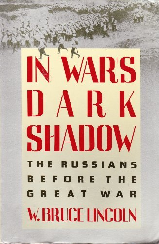 9780671628215: In war's dark shadow: The Russians before the Great War (A Touchstone book)