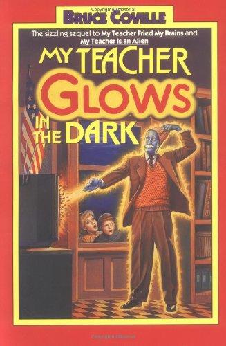9780671727093: My Teacher Glows in the Dark (My Teacher is an Alien, Bk. 3)