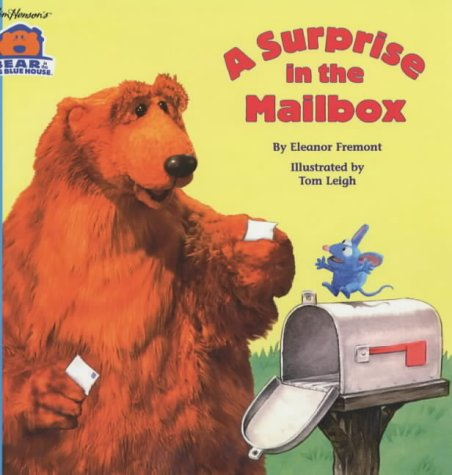 9780671773670: A Surprise in the Mailbox (Bear in the Big Blue House)