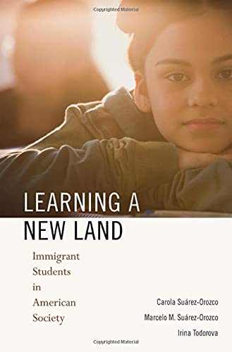 9780674026759: Learning a New Land: Immigrant Students in American Society