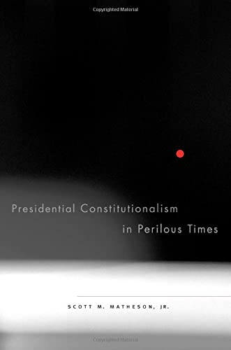 9780674031616: Presidential Constitutionalism in Perilous Times