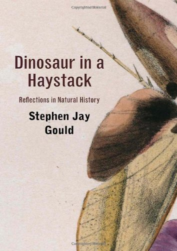 9780674061606: Dinosaur in a Haystack: Reflections in Natural History
