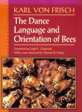 9780674190511: The Dance Language and Orientation of Bees