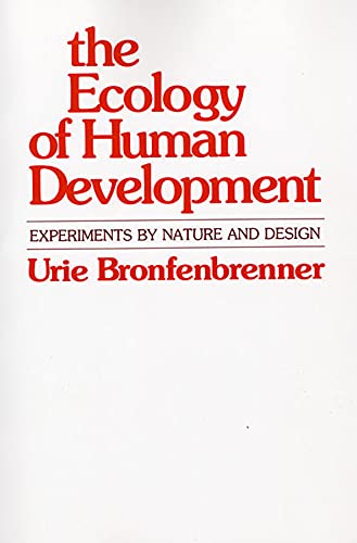 9780674224575: The Ecology of Human Development: Experiments by Nature and Design