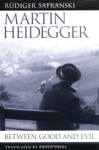 9780674387102: Martin Heidegger: Between Good and Evil