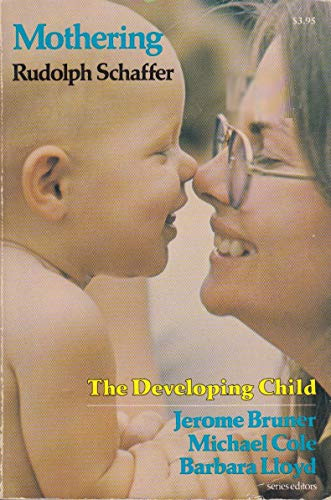 9780674587465: Mothering (The Developing Child)