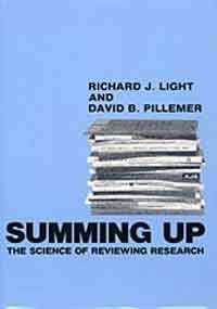 9780674854307: Summing Up: Science of Reviewing Research
