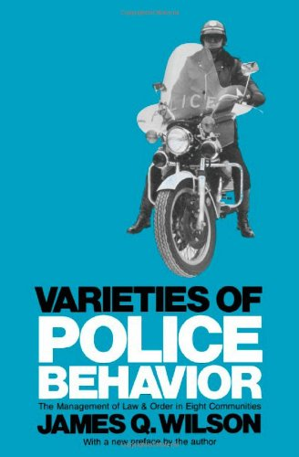 9780674932104: Varieties of Police Behavior: The Management of Law and Order in Eight Communities